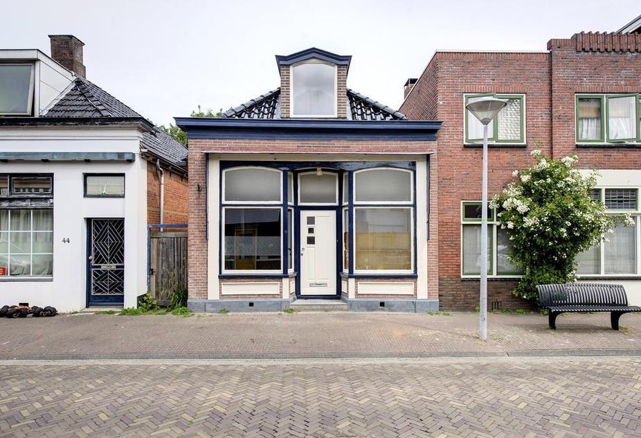 Hoofdstraat-West 42 in Uithuizen 9981 AD