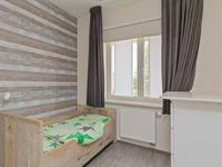 Aan de voorzijde bevinden zich de 2 kinderslaapkamers, beide ook met een laminaatvloer en schuurwerk wanden en plafond. Op een van deze kamer is er een aansluiting voor de wasmachine.