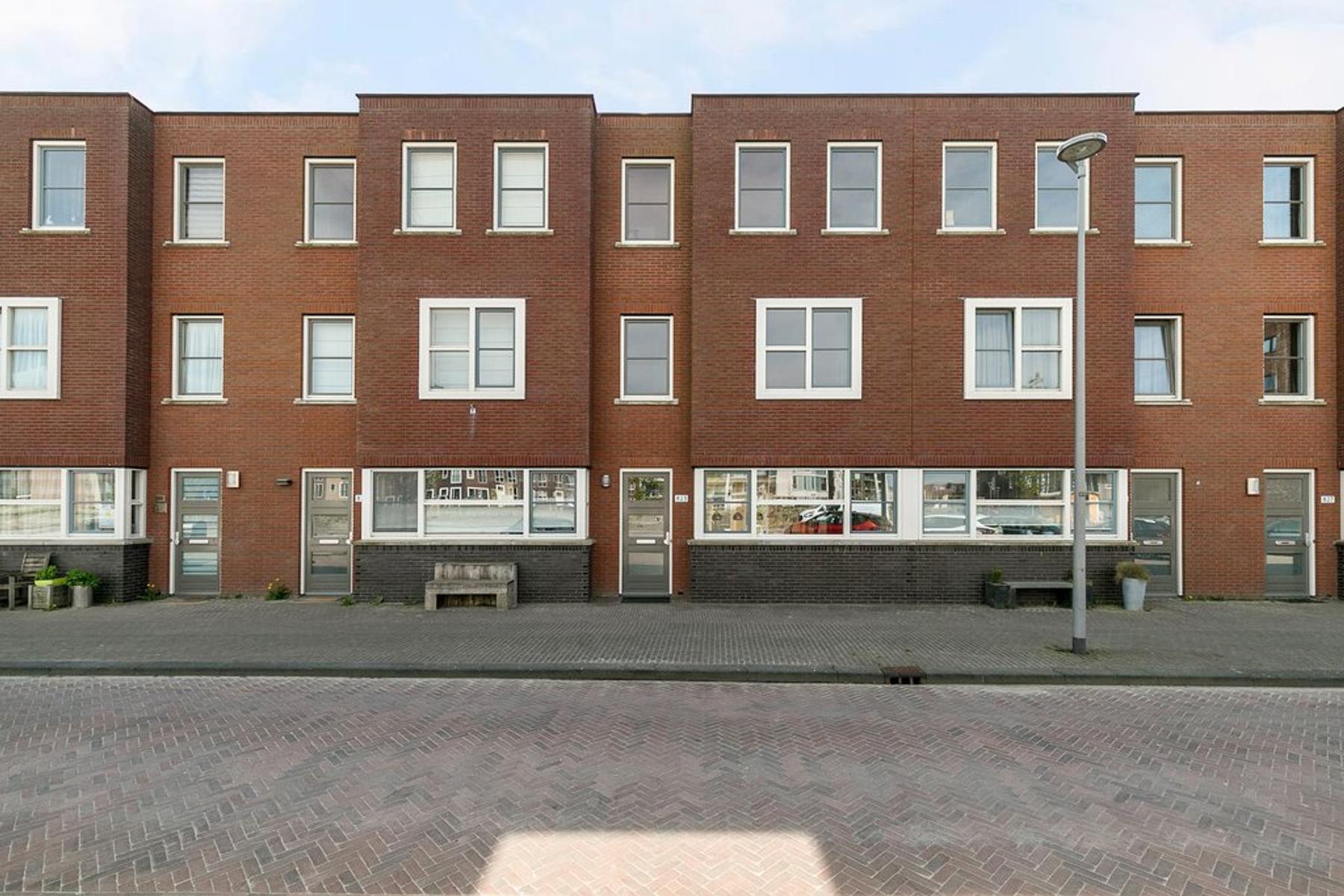 Beneluxlaan 823 in Almere 1363 DA