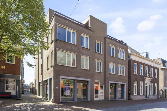 Grotestraat 208 in Waalwijk 5141 HD