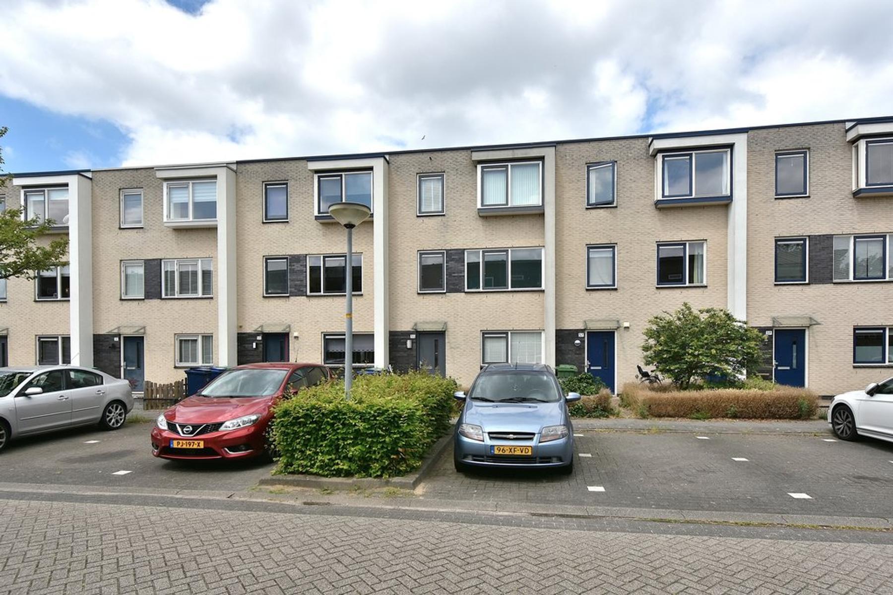 Floris Versterstraat 55 in Almere 1328 CR