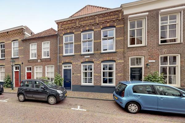 Dordtsestraat 12 in Geertruidenberg 4931 BB