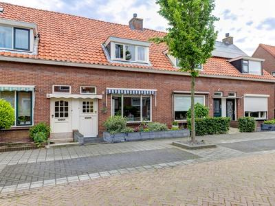Wilhelminastraat 30 in Hardinxveld-Giessendam 3373 AS