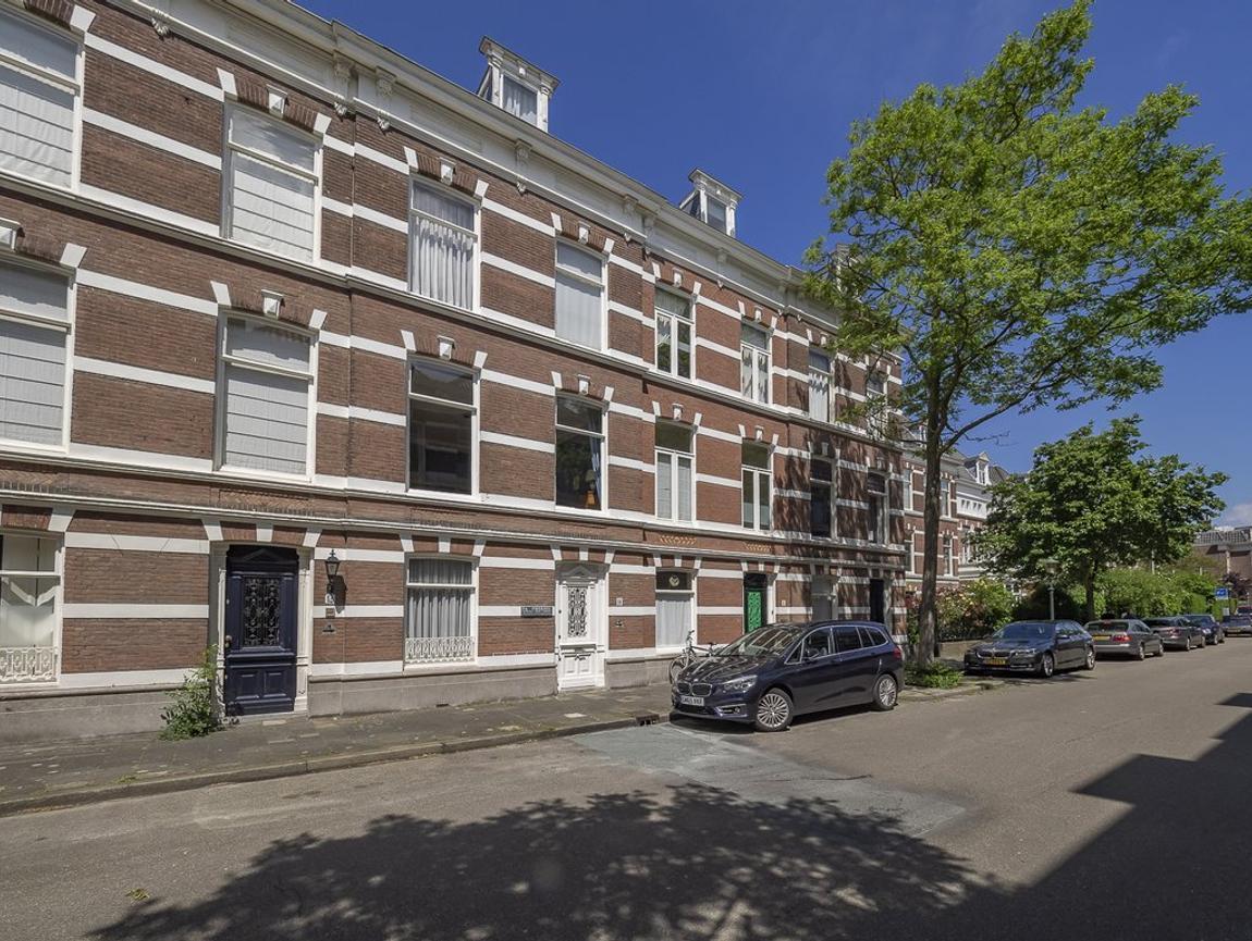 Riouwstraat 14 in 'S-Gravenhage 2585 HA