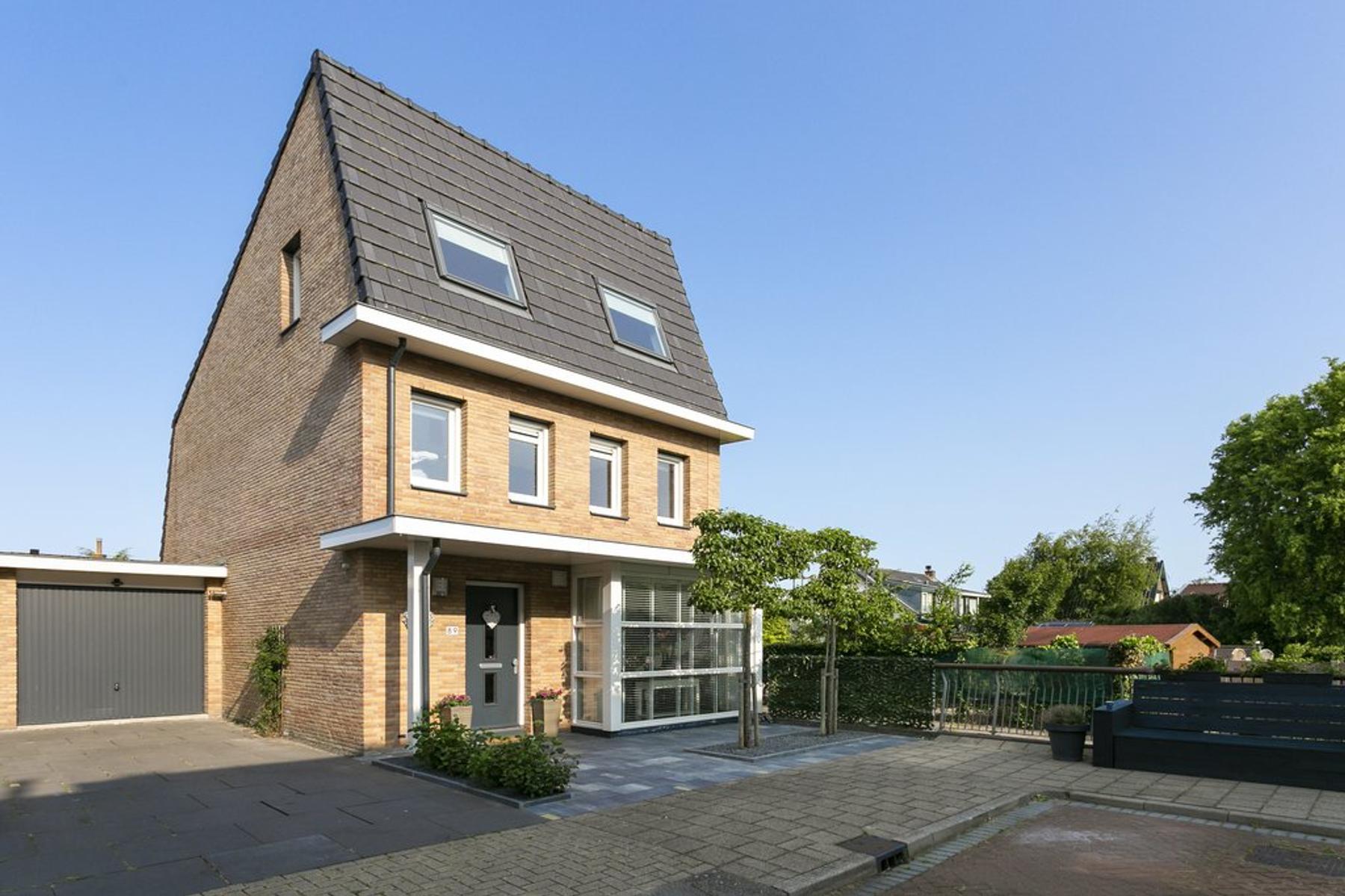 Clausstraat 89 in Hellevoetsluis 3223 XZ