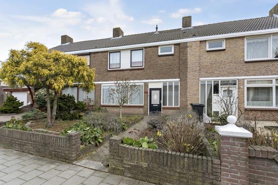 Lorentzstraat 38 in Roosendaal 4702 RL