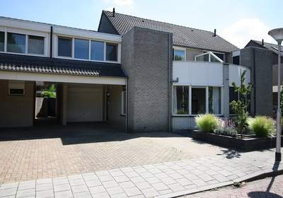 Julius De Haasstraat 32 in Vriezenveen 7672 AN