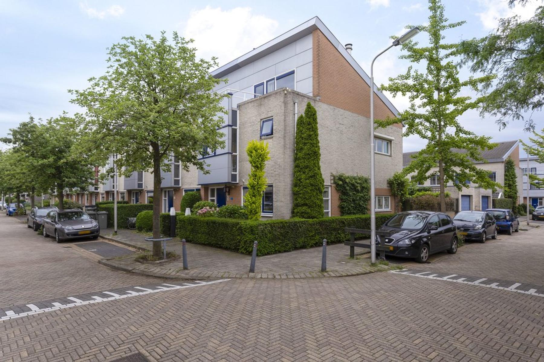 Wethouder Sonneveldhof 34 in Delfgauw 2645 BN