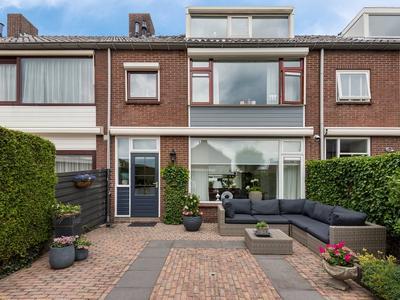 Graaf Willemlaan 104 in Hendrik-Ido-Ambacht 3341 CH
