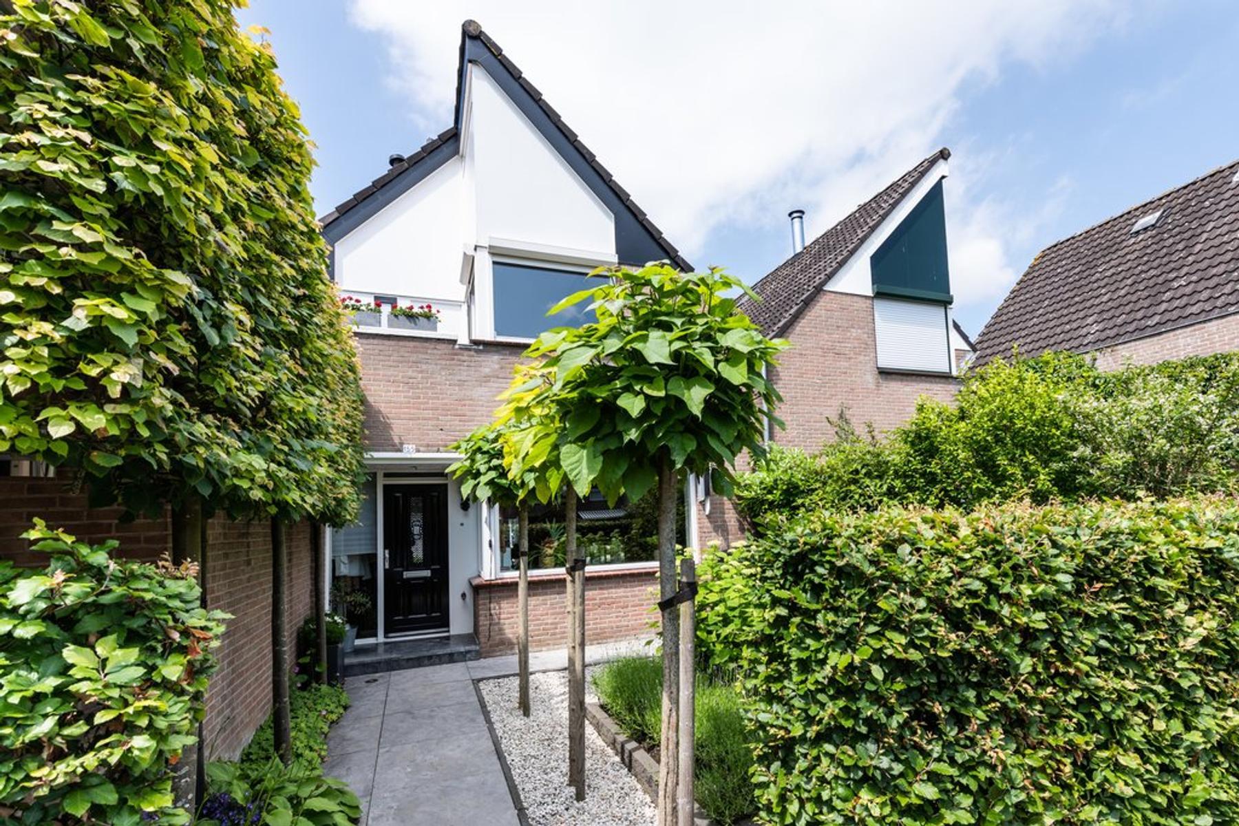 Rosmolen 155 in Ridderkerk 2986 EK