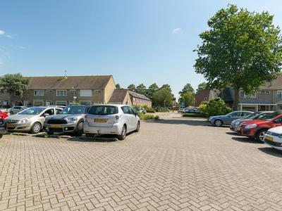 Leeuwerikhof 2 in Roelofarendsveen 2371 NN