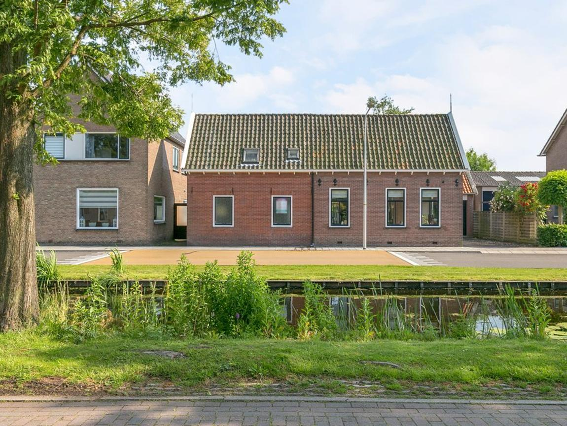 Westeinde 33 in Roelofarendsveen 2371 AT