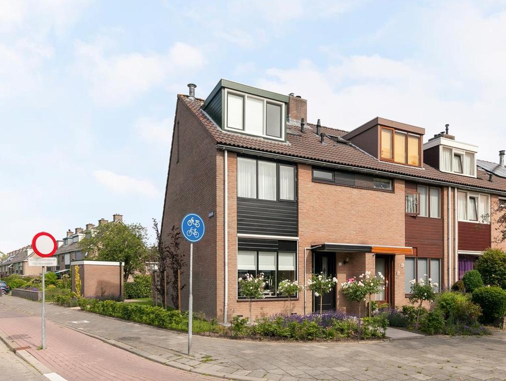Koolmees 52 in Ridderkerk 2986 VC
