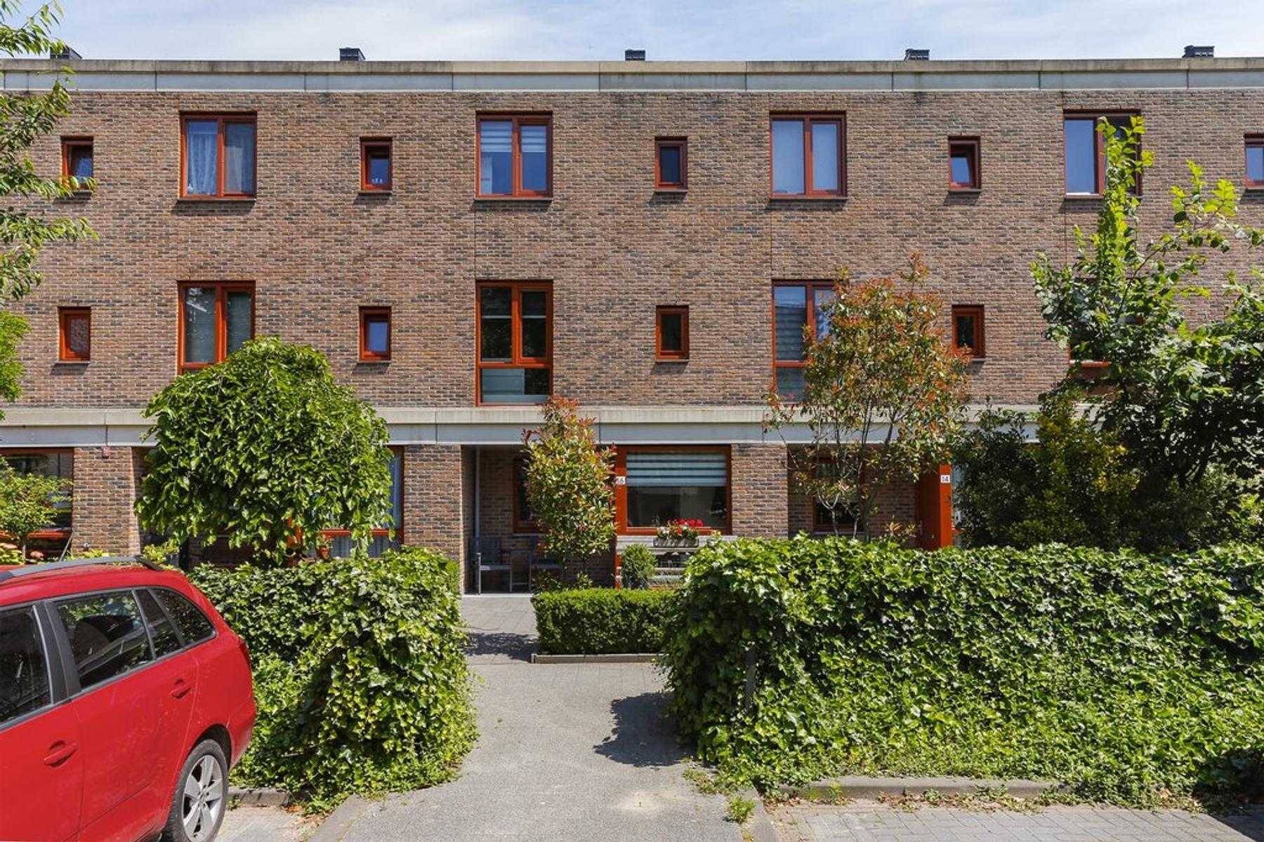 Peter Van Anrooylaan 16 in Schiedam 3122 TA