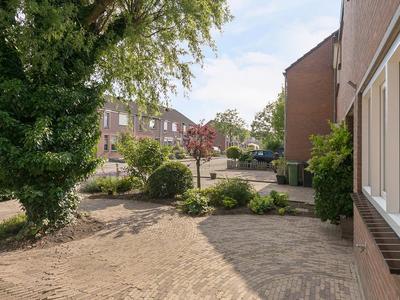 Ambrozijnberg 228 in Roosendaal 4707 MR