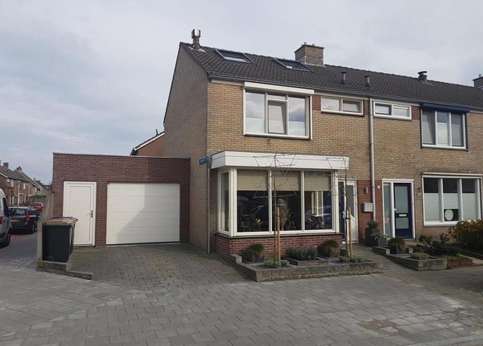 Oudlandsestraat 55 in Steenbergen 4651 MB