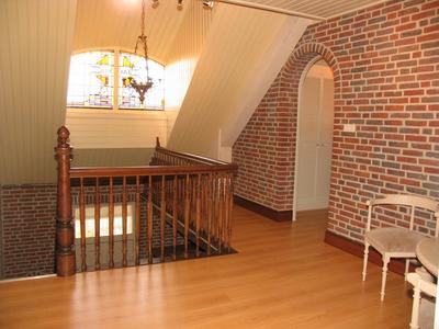 doorloopkamer voorzien van vaste kastenwand