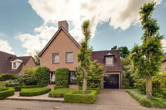 In De Neerakker 70 in Heythuysen 6093 JG