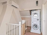 Indeling 2e verdieping:<BR>Via vaste trap bereikbaar.<BR>Zolderruimte met cv-opstelling, velux venster en aansluiting voor wasapparatuur.