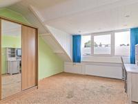 Mooie 4e slaapkamer met groot dakkapel en bergruimte.