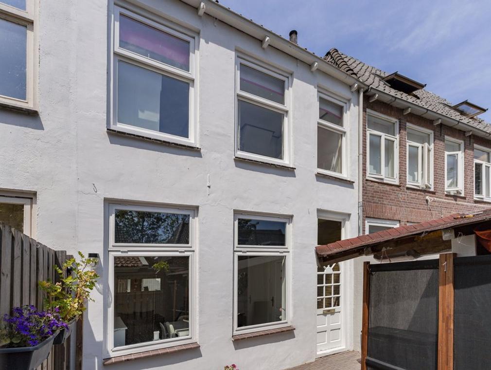 Hoogstraat 2 in Kampen 8261 KW