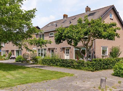 Burgemeester Lewe Van Aduardstraat 1 in Zetten 6671 ZD
