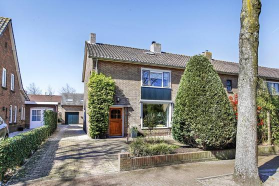 De Ruyterstraat 31 31B in Huizen 1271 SR