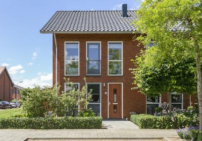 Opper Van Treurenstraat 15 in Heinenoord 3274 ND