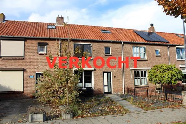 Esdoornstraat 38 in Ooltgensplaat 3257 XB