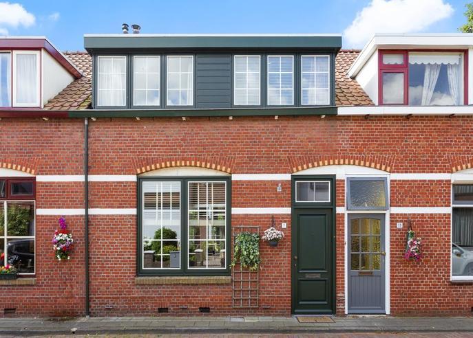 Korte Leeuwstraat 9 in Halsteren 4661 HG
