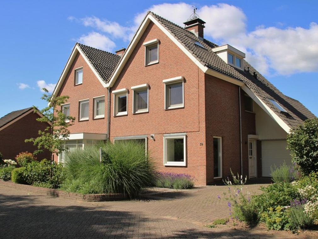 Reusensestraat 39 in Leuth 6578 AP
