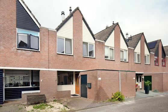 Aardster 273 in Alphen Aan Den Rijn 2403 RR