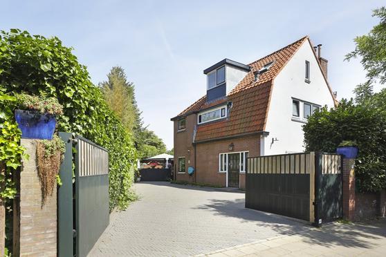 Staringlaan 1 in Hilversum 1215 BR