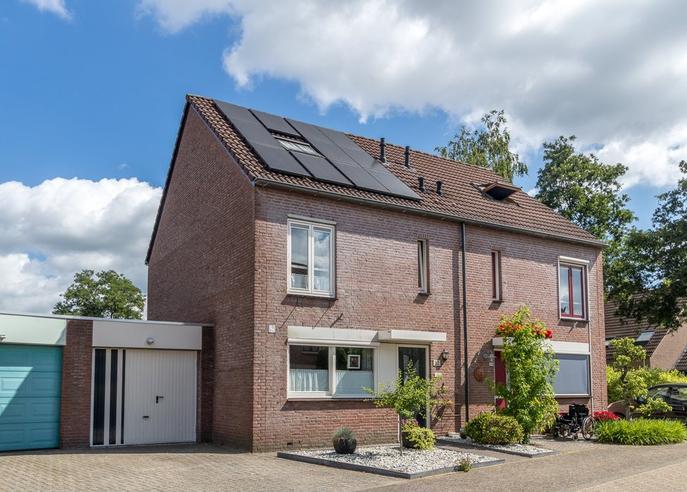 Abt Van De Venstraat 32 in Heeswijk-Dinther 5473 DC