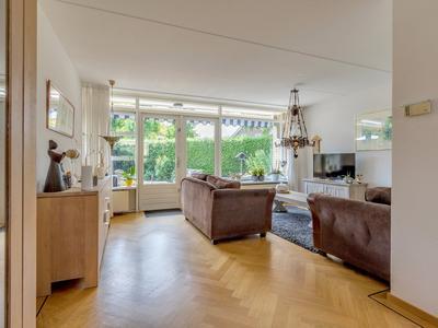 Bloemenhof 18 in Oosterhout 6678 BP