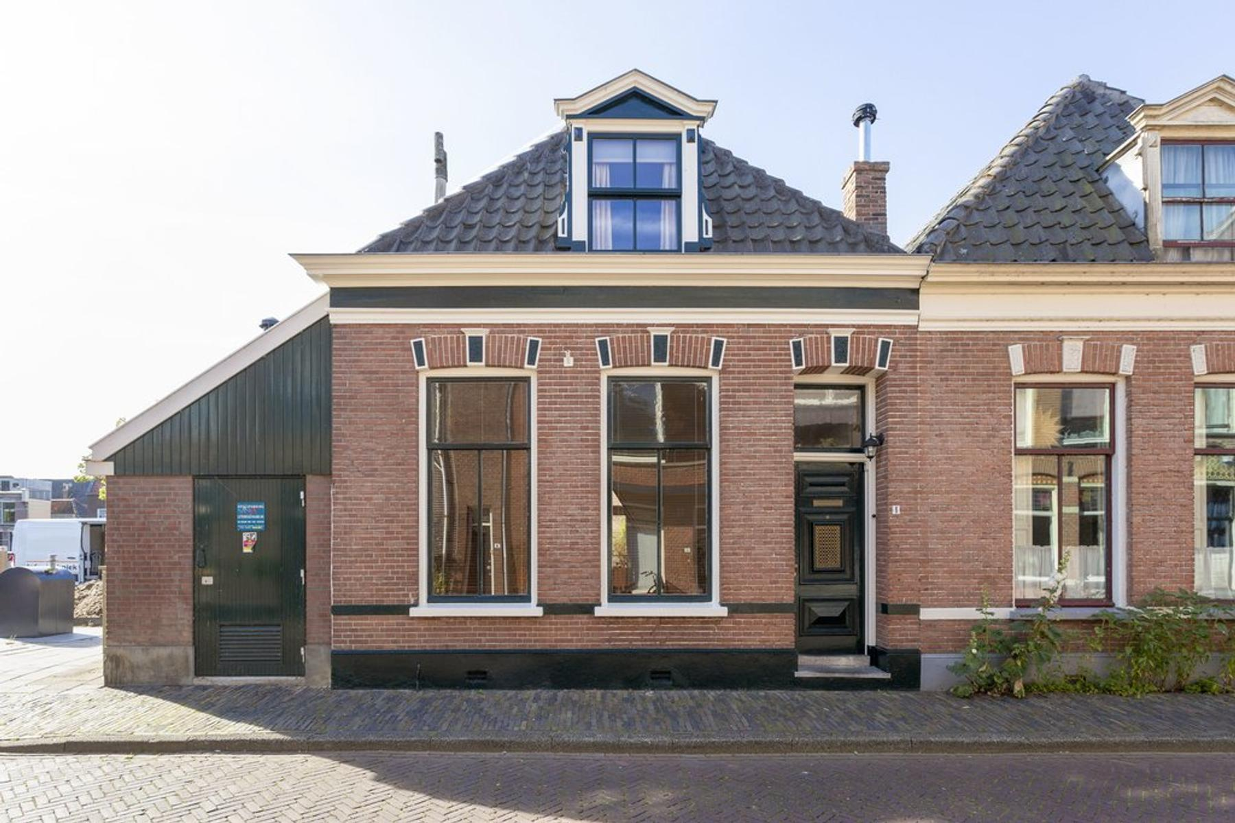 Schoolstraat 1 in Kampen 8261 KA