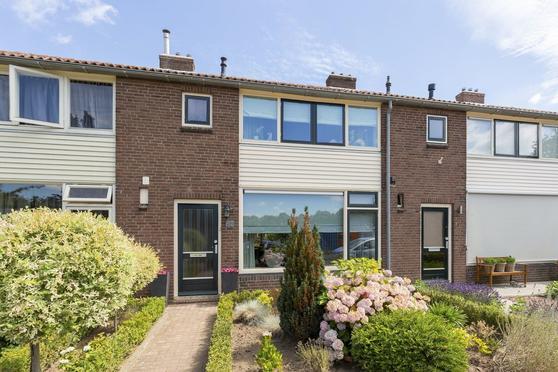 Dahliastraat 42 in Deventer 7419 AN