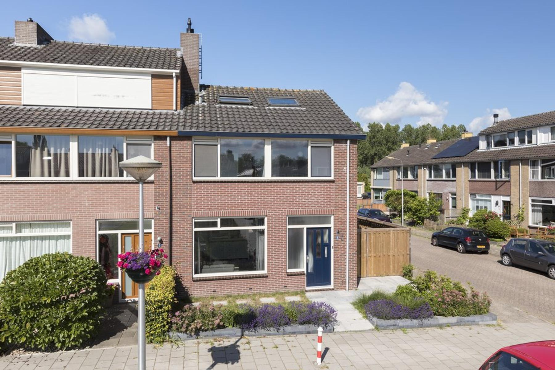 Busken Huetstraat 1 in Hazerswoude-Rijndijk 2394 TD