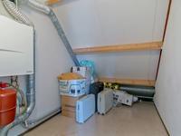 Indeling 2e verdieping:<BR><BR>Overloop met doorlopende kurkvloer en toegang tot de 4e slaapkamer en tot de ruime berging/c.v.ruimte met c.v.-combiketel (ATAG 2009) en unit voor de mechanische ventilatie.
