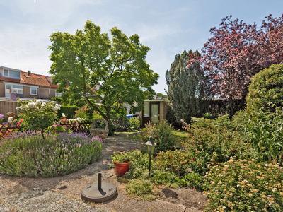 Goudenregenplantsoen 25 in Alphen Aan Den Rijn 2404 EH