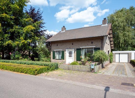 Pastoor Van Der Voortlaan 17 in Heeze 5591 JA