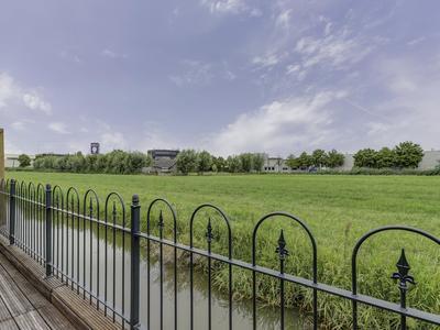 Sluisweg 106 in Hardinxveld-Giessendam 3371 EX