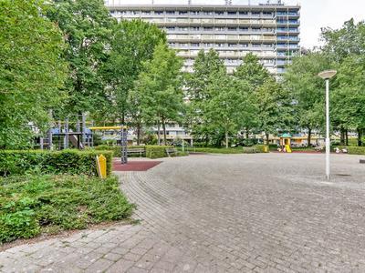 Dokter Van Stratenweg 327 in Gorinchem 4205 LE