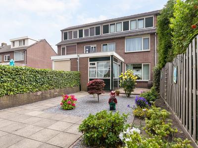 Van Harteveldstraat 20 in Roelofarendsveen 2371 VL