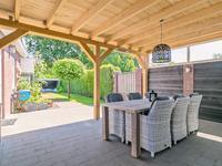 Algemeen:<BR><BR>* Karakteristieke, uitgebouwde twee-onder-een kap woning.<BR>* De woning is geheel voorzien van dak-/ en muurisolatie en deels voorzien van vloerisolatie.<BR>* De woning is voorzien van dubbele beglazing.<BR>* De gevel is voorzien van nieuw voegwerk.<BR>* De grote garage (2010) is in spouw gezet en volledig geïsoleerd.<BR>* Sfeervolle eiken houten overkapping (2019).<BR>* Beregeningsinstallatie in voor-/ en achtertuin.<BR>* Voorzien van zinken hemelwaterafvoeren.<BR>* Rustige ligging in de nabijheid van een basisschool, sportpark en natuurgbied de Malpie.<BR>* Uw interesse gewekt? Maak een afspraak voor een vrijblijvende bezichtiging!