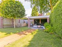 Achter in de tuin is nog een overkapping gerealiseerd waar plek is voor een fijne lounge hoek. <BR>Het geheel heeft prima afmetingen en biedt voldoende privacy!