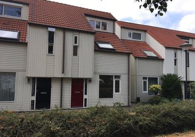 De Middenloop 77 in Helmond 5704 JB