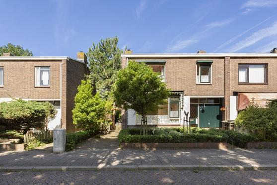 Larikslaan 8 in Katwijk 2224 EN