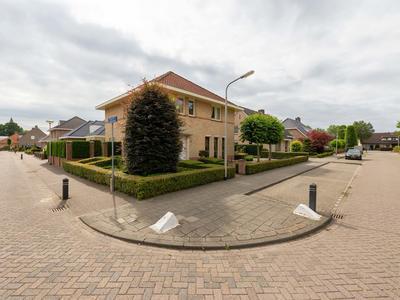 Burgemeester De Weertstraat 8 in Rucphen 4715 HC