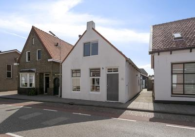 Ooststraat 30 in Kapelle 4421 EC